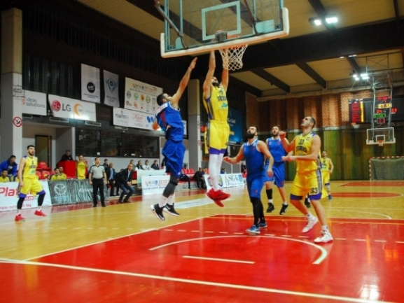 Photo-gallery from the game KK Teodo - KK Karpos Sokoli 2000