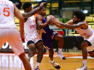 Big away victory for Hapoel Holon in the first game of the season