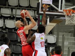 Hapoel Tel Aviv wins in Haifa to top Group A