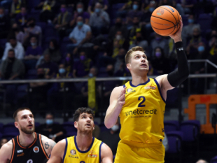 Highlights from the game Hapoel Holon - Akademik Plovdiv